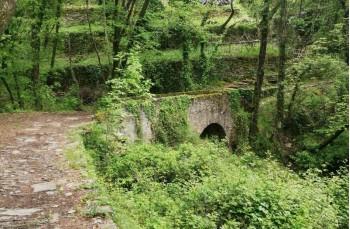 Ancient stone brindge towards Campodonico